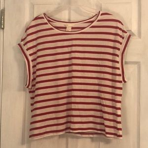 Basic red and white striped short sleeve shirt
